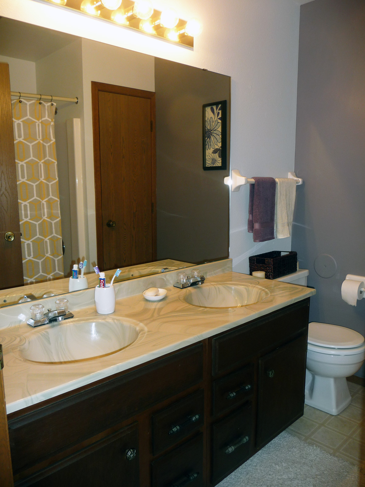 Village green east bathroom munz apartments for Village bathroom photos